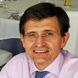 Dr. Manuel Arenilla Sáez