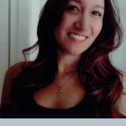Larissa Leal profile image